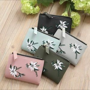 Handbags - 🌸 Embroidered Wallet 🌸